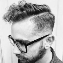 kurzes Länge Herren curly fade Kamm über haircut taper