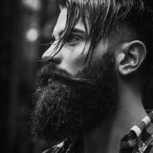 lang undercut-Frisur, Mann mit dickem BART