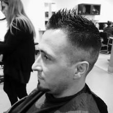 manly Haarschnitt faux-hawk fade Männer