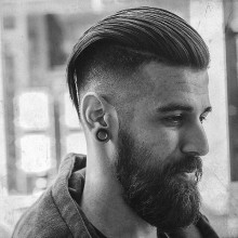 manly Männlich zurückgekämmt kurzes Haar