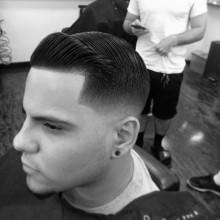 manly mens Kamm über fade Haarschnitt