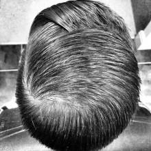 maskuline Jungs Kamm über Frisuren