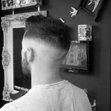 maskuline Jungs hoher fade-Haarschnitte