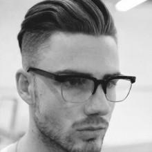 maskulinen kurze Frisuren für Männer mit lockigem Haar