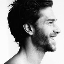 medium Haarschnitte männliche wellige Haare
