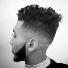 medium fade lockige Frisur für Männer