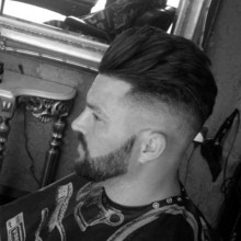 medium long length Jungs Haarschnitt mit hoher Haut-fade