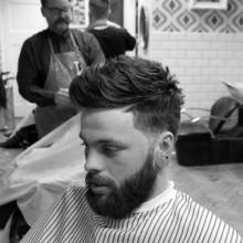 medium zu kurzen männliche Haarschnitte für welliges Haar