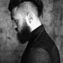 medium zu langer undercut-Haarschnitt für Jungs