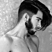 mens rasierte Seite Mittel lang Haarschnitt