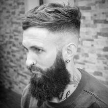 mens short wellige Haare mit hoher fade