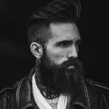 mittlerer Länge Frisuren für Männer mit Bärten