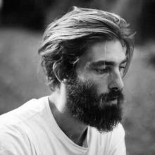 mittlerer Länge-flow-Haarschnitt Ideen für Jungs