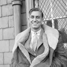 mittlerer Länge-front-Kamm über 1930er-Frisuren für Männer