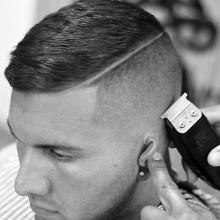 moderne Herren-Haarschnitt, hoch und eng, mit niedrigen fade