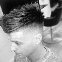modernen Herren spiky fohawk fade Haarschnitt