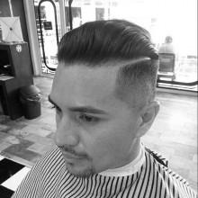modernen Kamm über fade Herren Haarschnitt