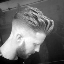 modernen tolle wellige Herren Haut-fade-Haarschnitt-Stil