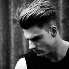modernen undercut-Frisuren für Männer mit ölspray Haar zurück oben auf mittlere-Länge