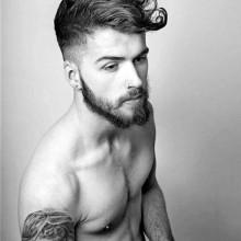 modischen medium lockige Frisur für Männer mit einem geringen fade auf Seiten