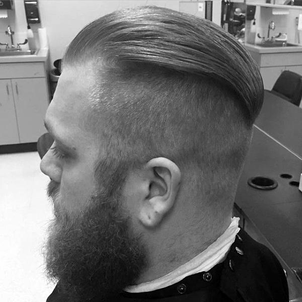 Slicked Zurück Undercut Frisur Für Männer