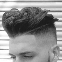 neue stilvolle Haarschnitte für Männer mit welliges touch