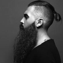 ordentlich Hinterschneidungen mit langen Haaren für Männer mit Bärten