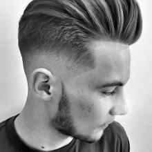 pompadour tolle Frisur für Männer mit der Haut verblassen, auf Seiten