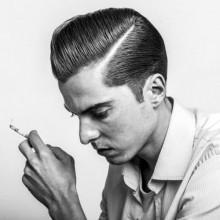 professionelle Kamm über die Haare, für Geschäftsleute