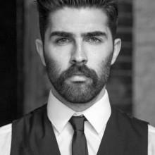 professionelle slicked zurück mittellanges Haar für Männer