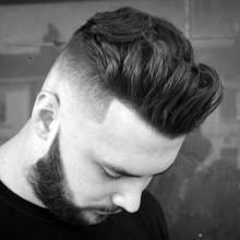 quiff mittlerer Länge-Haut-fade-Haarschnitt für Männer