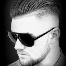 rasieren Seiten eine hohe fade Herren Haare zurück gekämmt