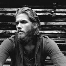 robuste Herren Haarschnitt hipster-lange Länge