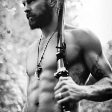 schlankes gepflegtes samurai Frisur Männer