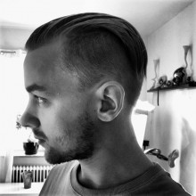 short slicked zurück undercut für Männer mit dünnem, glattem Haar