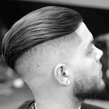 slicked back Herren-undercut-Haare