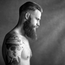 slicked back high-fade Haarschnitt für Männer