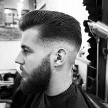 slicked back high-fade-Jungs-Haarschnitt Ideen