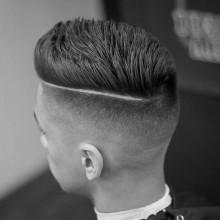 spiky männlichen Haarschnitte kurze schwindet mit dem harten Teil