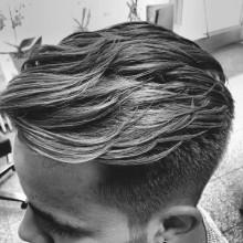 stilvolle Frisuren für Männer mit lockigem Haar