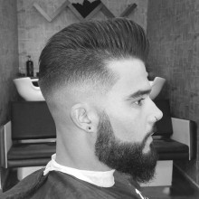 stilvolle lange Frisuren für Männer mit Bärten