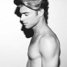 stilvolle lange lockige Frisuren für Männer