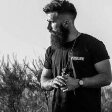stilvolle medium eine hohe fade Frisuren für Männer mit Bärten