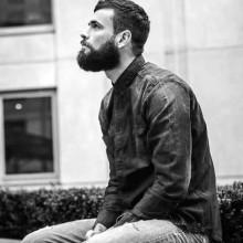 stilvollen kurze Frisuren für Männer mit glatten Haaren