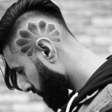 stilvollen männliche lange Haare mit undercut-design an den Seiten