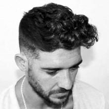 stylish curly fade Frisur für Männer mit dicken Haaren
