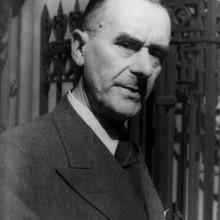thomas mann mit noblen 1930er-Jahre Haarschnitt für Männer
