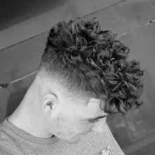 traditionelle Herren lockiges Haar verblassen medium