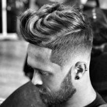 wavy quiff Frisuren für Jungs mit fade auf Seiten