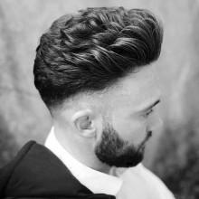 wellig, von mittlerer Länge, tolle Herren-Haut-fade-Haarschnitt